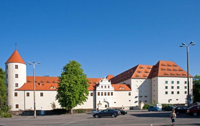 4.4-DE_HAFG_Schloss_Freudenstein_Schlossplatz_4.jpg