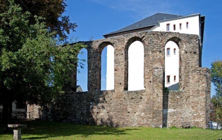 8.1-DE_Hist_Altstdt_Ana_Klostermauer_Ruine_Franziskanerkloster.jpg