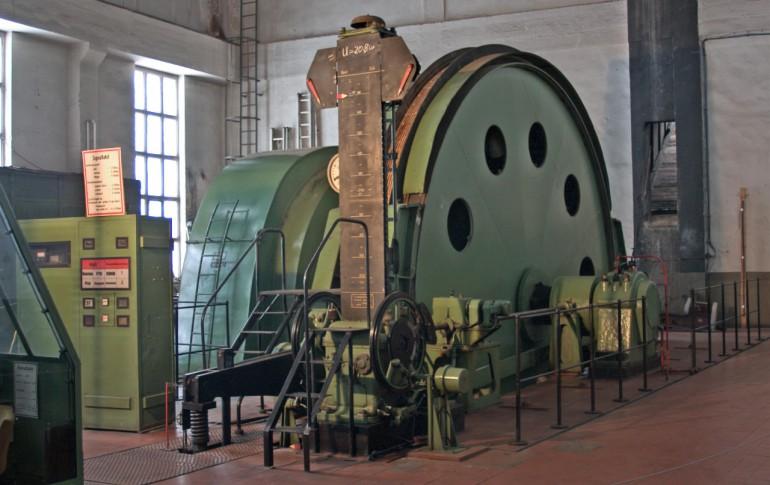 17.1-DE_UBrgb_Schacht_371_Maschinenhaus_mit_Foerdermaschine.jpg