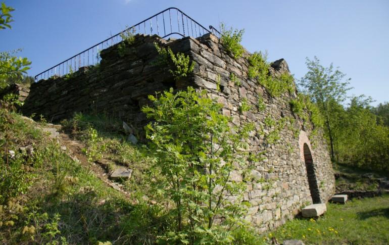 13.1-DE_E-Dorf_SaubHauptRichtsch_Ruine_Morgenroether_Scheidebank_mit_Mundloch_des_Erzbunkers.jpg